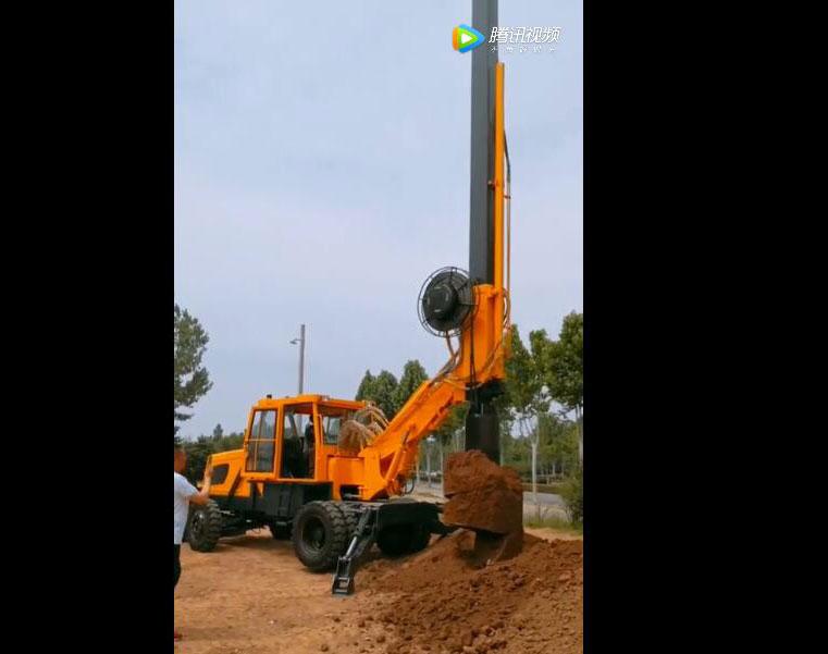 轮式旋挖钻机操作视频